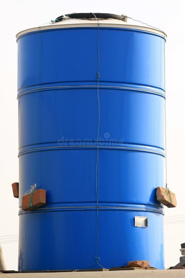 Granaio cromatico del metallo sul tetto immagini stock