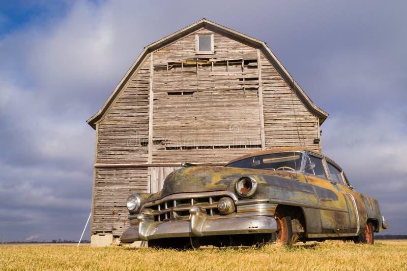 Granaio d'annata e granaio rustico fotografie stock