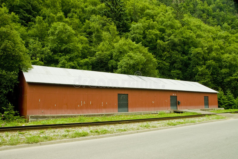 Download Granaio della ferrovia immagine stock. Immagine di tetto - 3147209