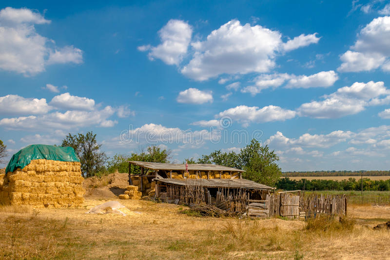 Granaio e hayloft nel villaggio fotografia stock