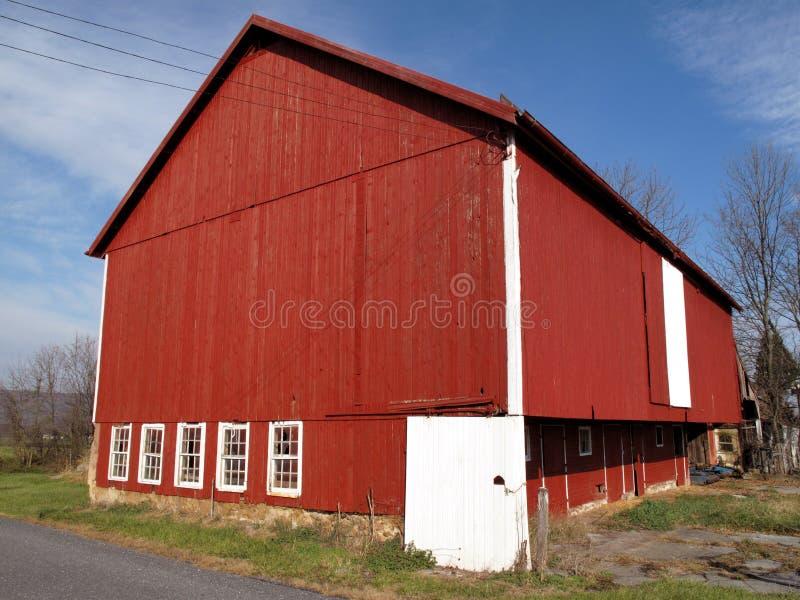 Granaio rosso rurale fotografie stock