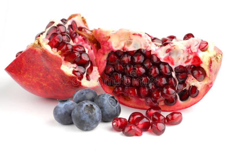 Granatapfel und Blaubeeren lizenzfreie stockbilder