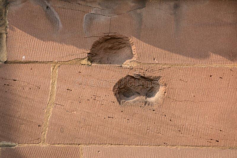 Granatsplitter och bombarderar skada på den Coventry domkyrkan arkivfoto
