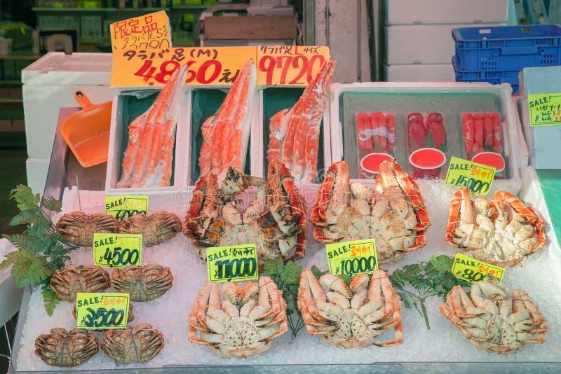Granchi pelosi giapponesi nel mercato di mattina a Hakodate, Hokkaido, Ja fotografia stock libera da diritti