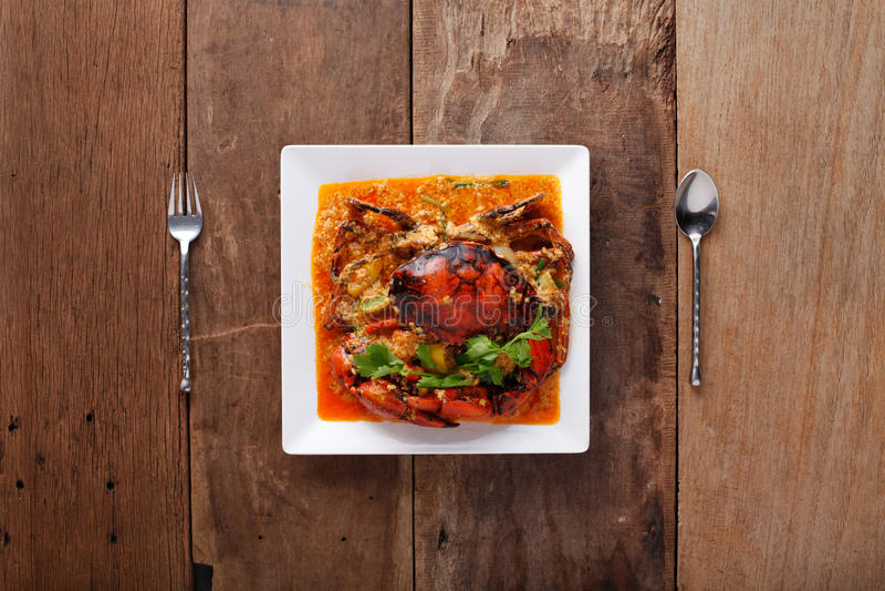 granchio Scalpore-infornato in curry, pronto da mangiare Sulla tavola fotografia stock
