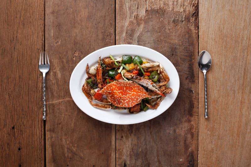 granchio Scalpore-infornato in pepe nero, pronto da mangiare Sulla Tabella, pronta fotografie stock libere da diritti
