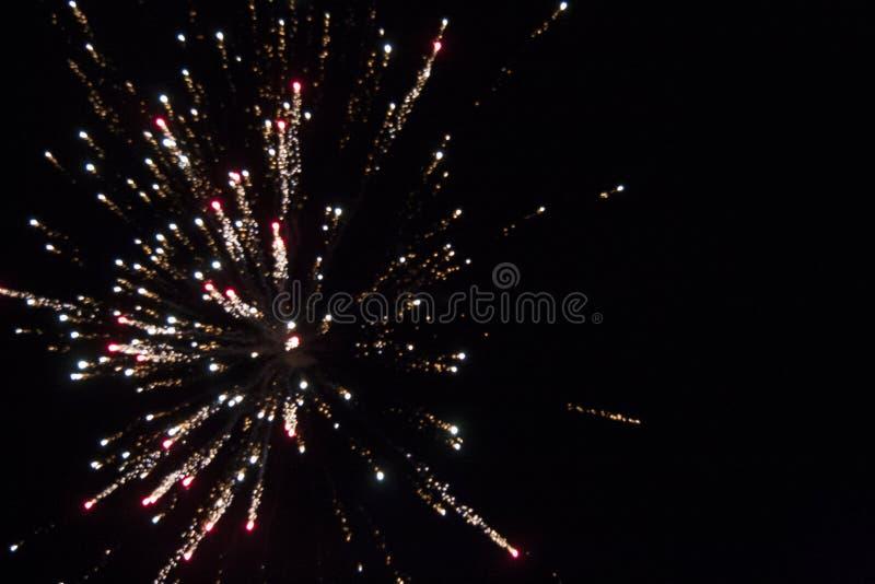 Grand éclat rouge de feu d'artifice photo libre de droits