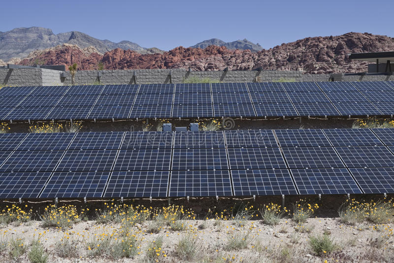 Grand alignement solaire sur le parkland fédéral des USA. photos stock