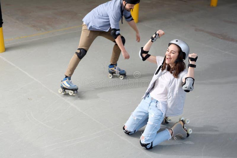 Grand amusement sur des patins de rouleau photo stock