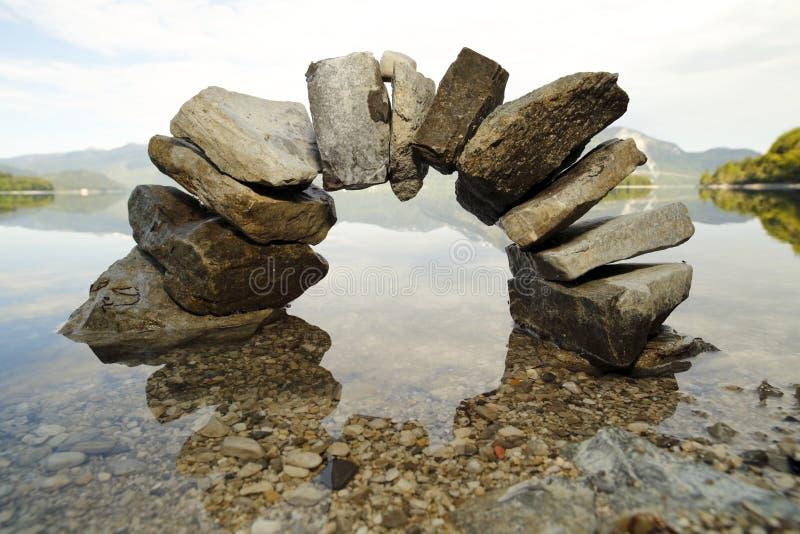 Grand arc en pierre photos libres de droits