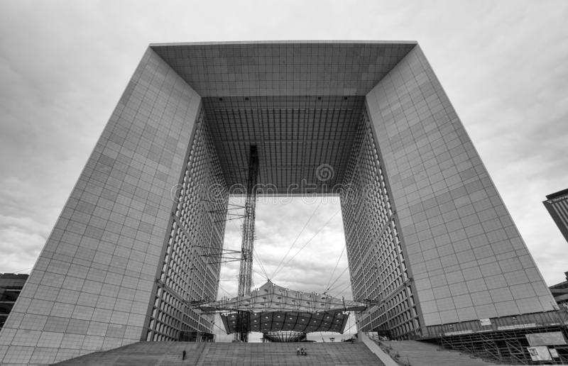 Grand Arch de la Defense, affaires modernes et secteur financier à Paris, France image libre de droits