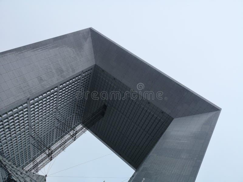 Grand Arch de la Defense, affaires modernes et secteur financier à Paris, France image libre de droits