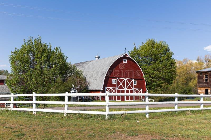 Grand bâtiment de grange images libres de droits
