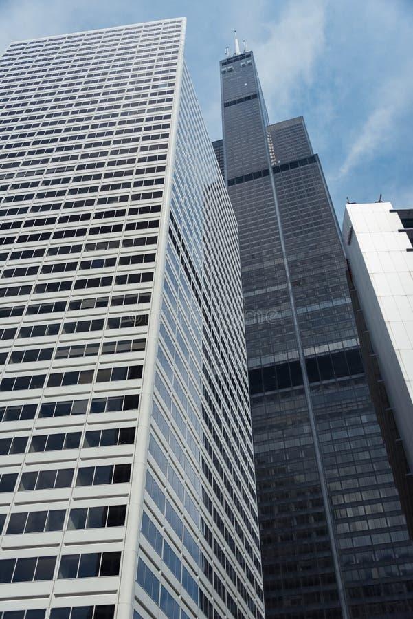 Grand bâtiment sur une rue de Chicago du centre images libres de droits