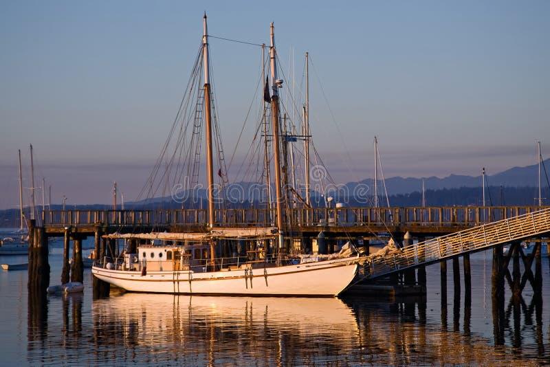Grand bateau à voiles en bois classique de schooner photos libres de droits