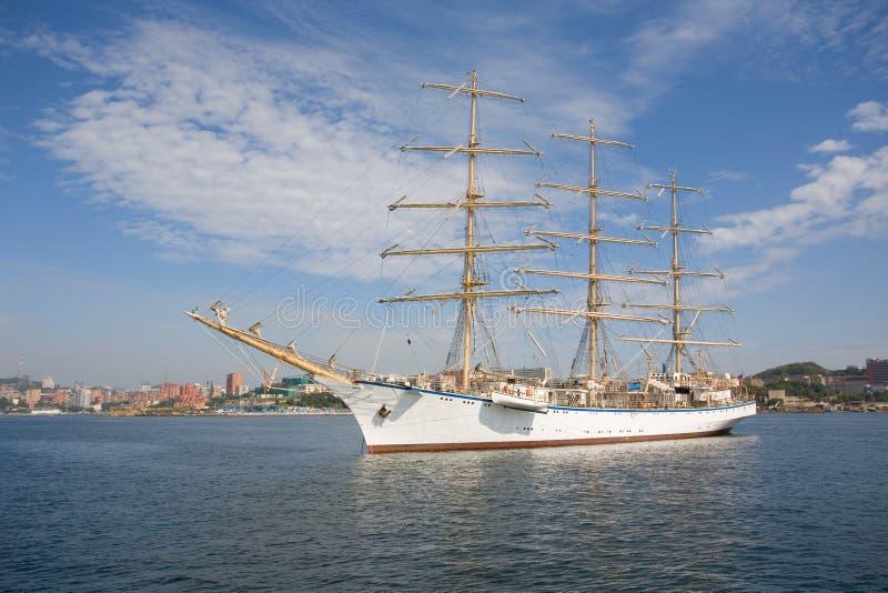 Grand bateau de navigation photographie stock libre de droits