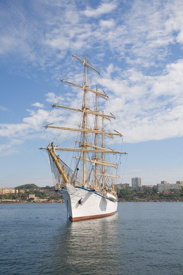 Grand bateau de navigation photographie stock