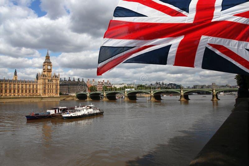Grand Ben célèbre avec la passerelle à Londres photos libres de droits