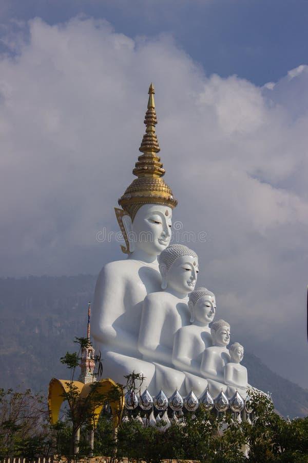 Grand Bouddha au temple de Phasornkaew photos stock