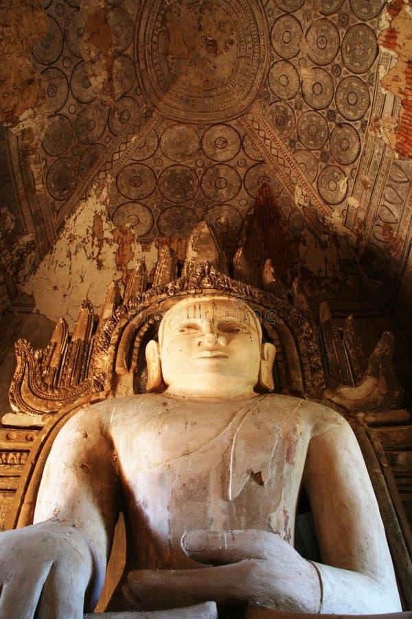 Grand Bouddha dans le temple antique image libre de droits