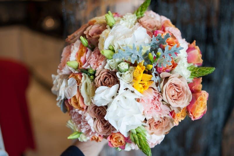 Grand bouquet de mariage avant cérémonie photographie stock libre de droits