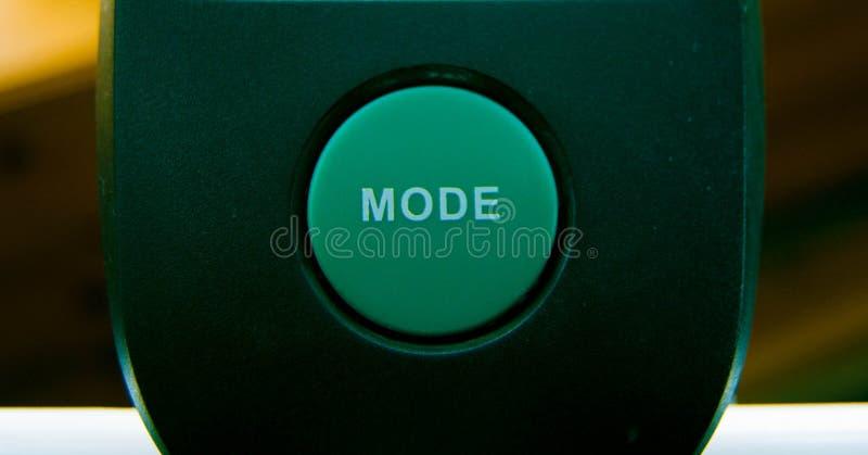 Grand bouton vert de mode sur l'équipement d'exercice photographie stock libre de droits