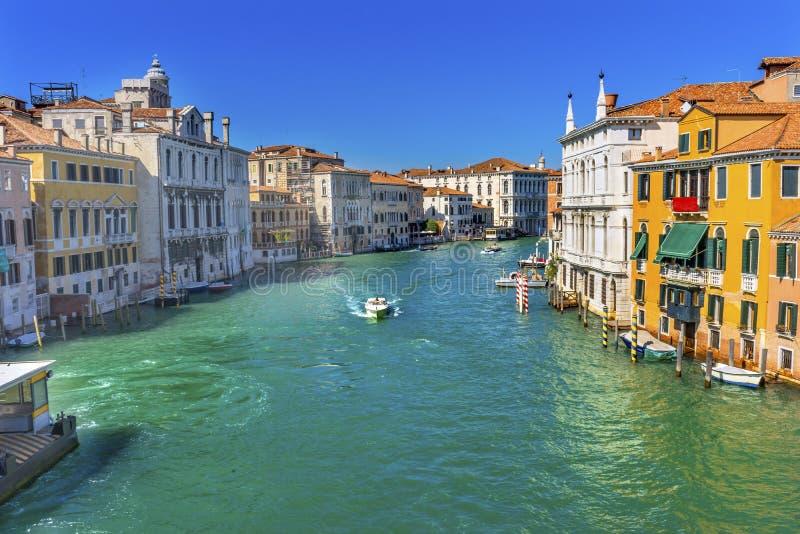 Grand Canal colorido da ponte Veneza Itália da academia de Ponte fotos de stock