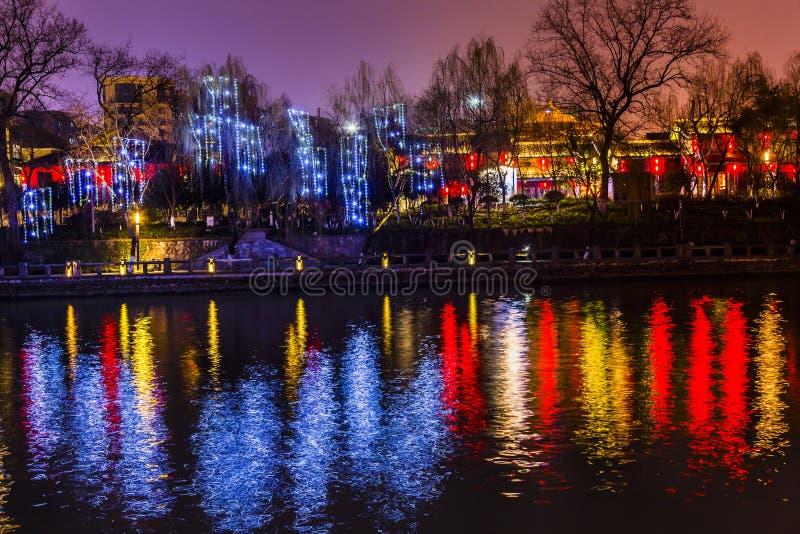 Grand Canal -de Bezinning Hangzhou Zhejiang China van de Gebouwennacht royalty-vrije stock afbeelding