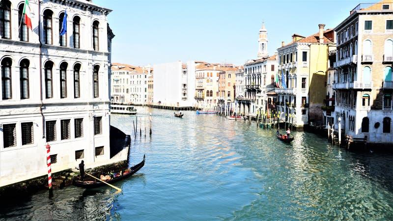 Grand Canal de Veneza é um sistema de transporte da cidade fotografia de stock