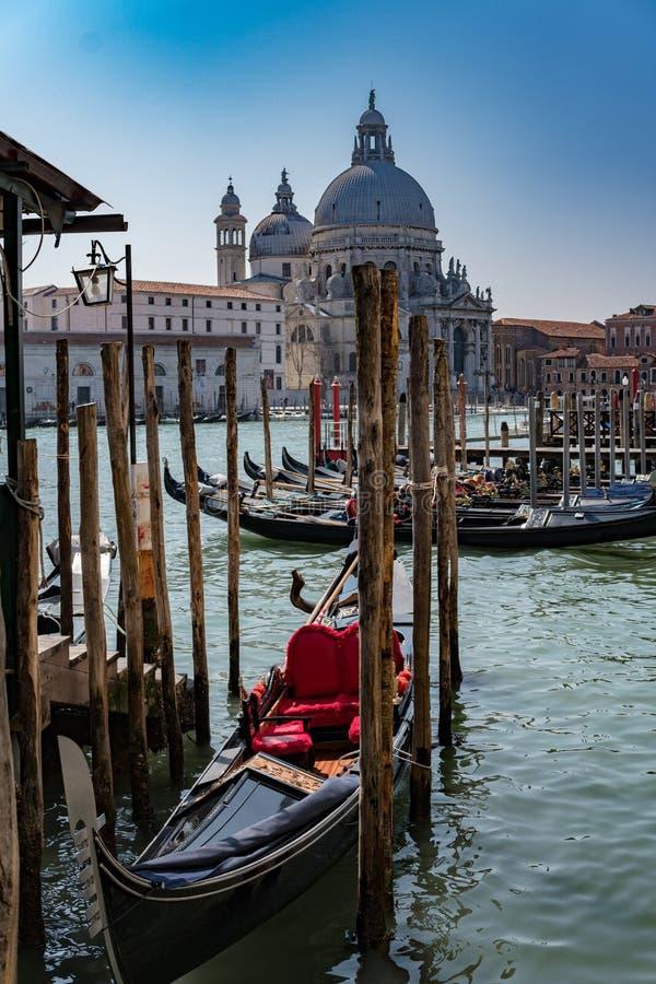 Grand Canal en Basiliek Santa Maria della Salute in Veneti? stock fotografie