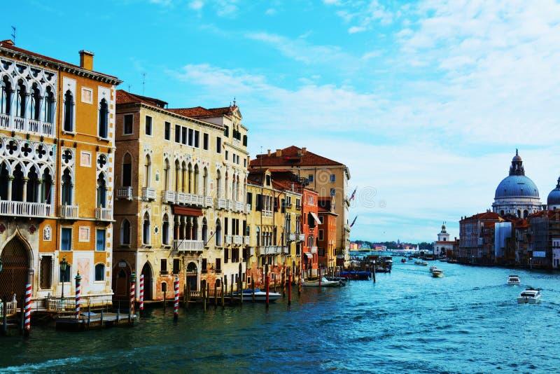 Grand Canal en blauw water, Venetië, Europa stock fotografie
