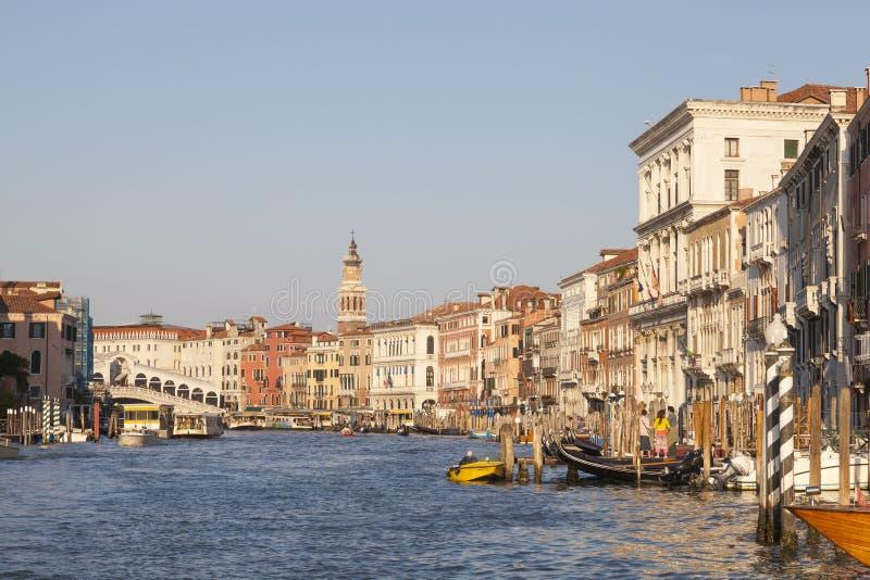Grand Canal en Rialto-Brug bij zonsondergang, Venetië, Veneto, Italië royalty-vrije stock afbeeldingen