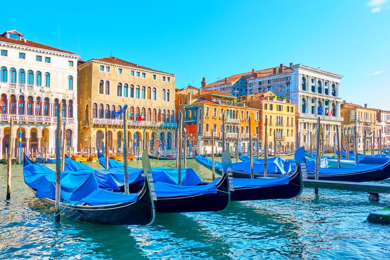 Grand Canal en Venecia en día de verano soleado foto de archivo