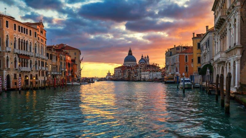 Grand Canal no nascer do sol em Veneza, Itália Opinião do nascer do sol de Veneza foto de stock