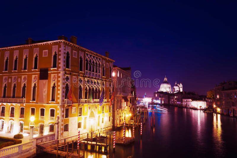 Download Grand Canal Op Een Duidelijke Nacht Stock Foto - Afbeelding bestaande uit oriëntatiepunt, beroemd: 54084856