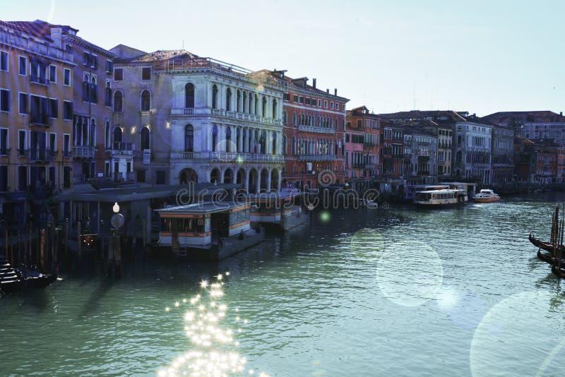 Grand Canal van Rialto-brug in Venetië, Italië stock foto