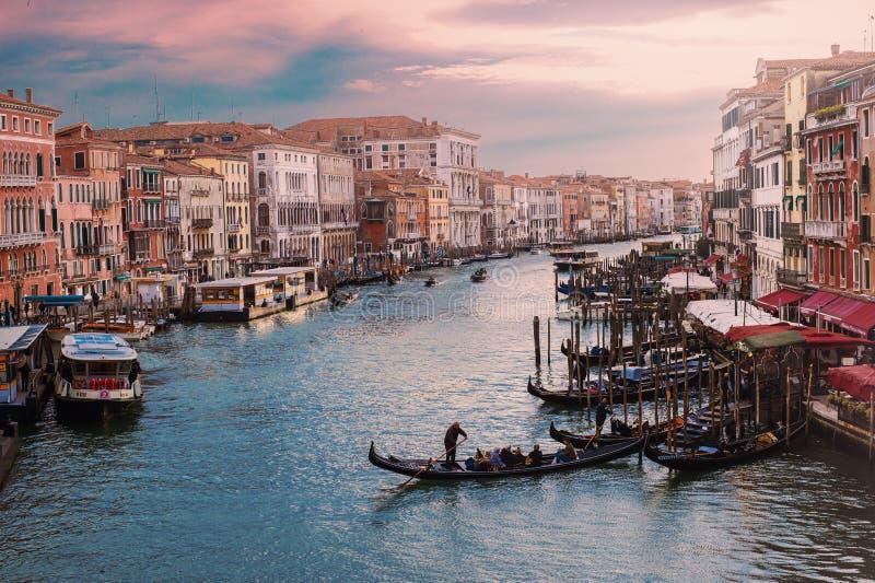 Grand Canal in Venedig bei dem Sonnenuntergang, Italien stockfotos