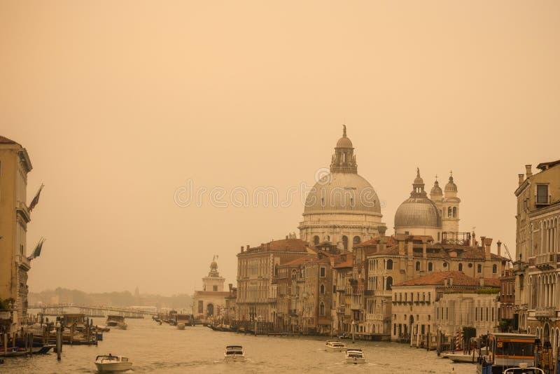 Grand Canal Venedig - Santa Maria della Salute arkivfoto