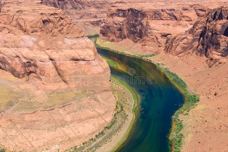 Grand Canyon com o Rio Colorado - situado na página, o Arizona - ponto de vista na curvatura em ferradura - EUA fotografia de stock royalty free