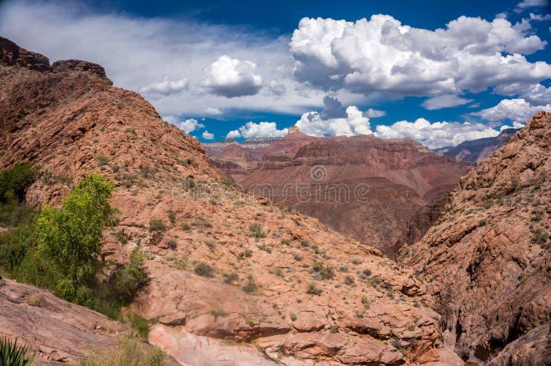 Grand Canyon -Landschap met Blauwe Gooien royalty-vrije stock fotografie