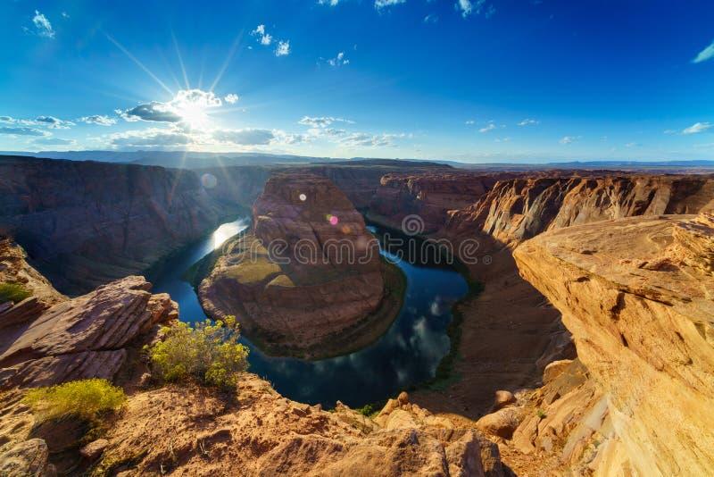 Grand Canyon med Coloradofloden som lokaliseras i sida, Arizona, USA royaltyfri foto
