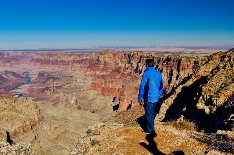 Grand Canyon Nevada som fotvandrar mannen fotografering för bildbyråer
