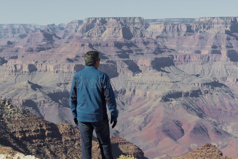 Grand Canyon sikt från en man arkivbilder
