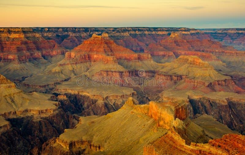 Grand- Canyonlandschaftsansicht mit dunklem Kontrast und schönen Farben lizenzfreie stockbilder