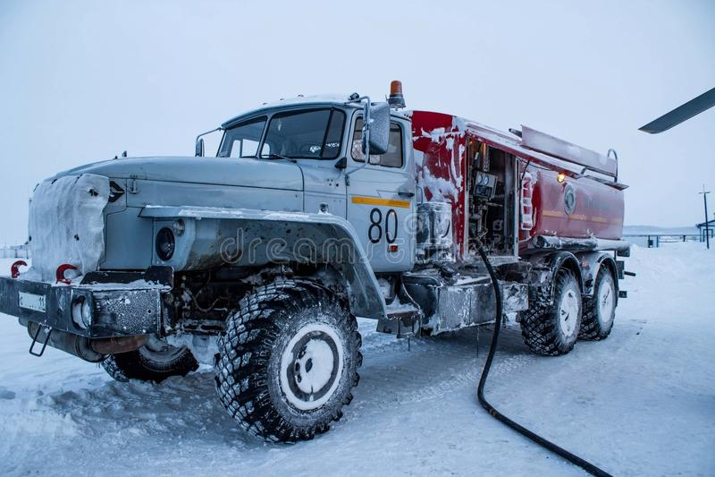 Grand carburant d'hiver de camion photos stock