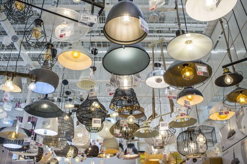 Grand centre d'un bon nombre de offre de Leroy Merlin Store de vintage chan image libre de droits