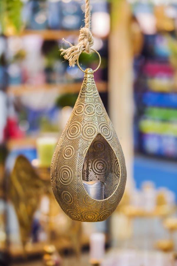 Grand chandelier accrochant décoratif en bronze pour la maison Conception indienne photo libre de droits