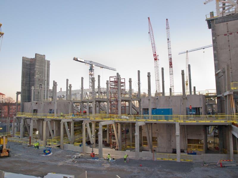Grand chantier de construction avec la main d'oeuvre photographie stock