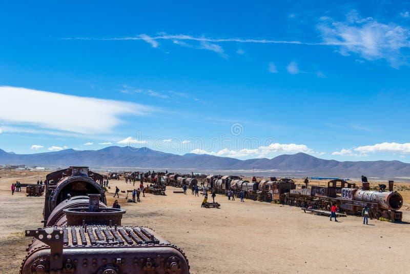 Grand cimetière de train ou cimetière de locomotives à vapeur chez Uyuni, Bolivie photographie stock libre de droits