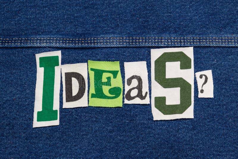 Grand collage de mot d'IDÉES des lettres coupées de tee-shirt sur le denim, séance de réflexion d'équipe image stock